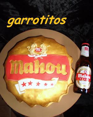 tarta con forma de chapa de cerveza mahou 5 estrellas