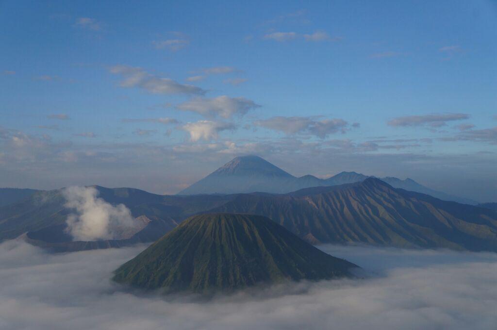 Le Bromo au-dessus des nuages