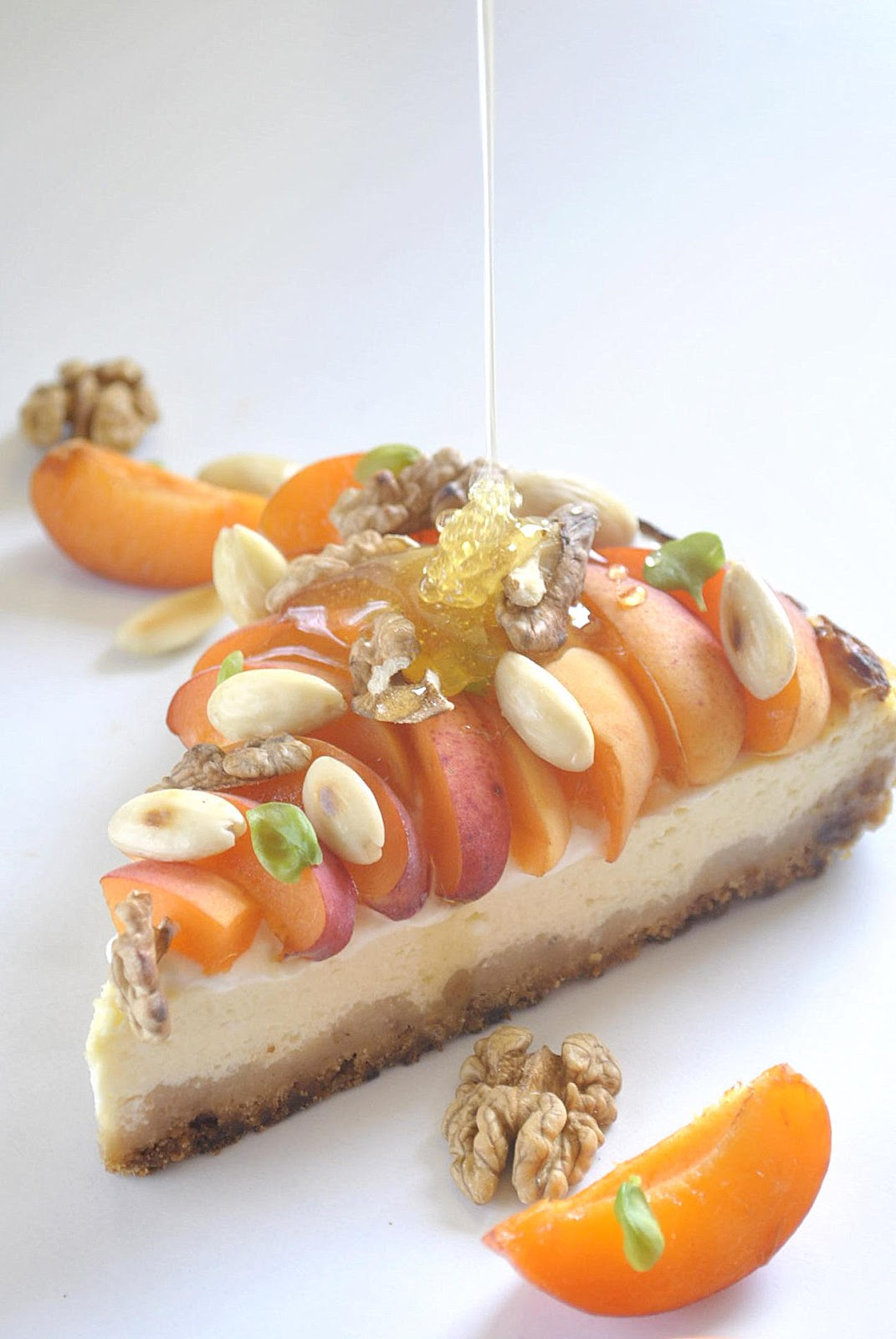 Greek yogurt pie with honey and apricot