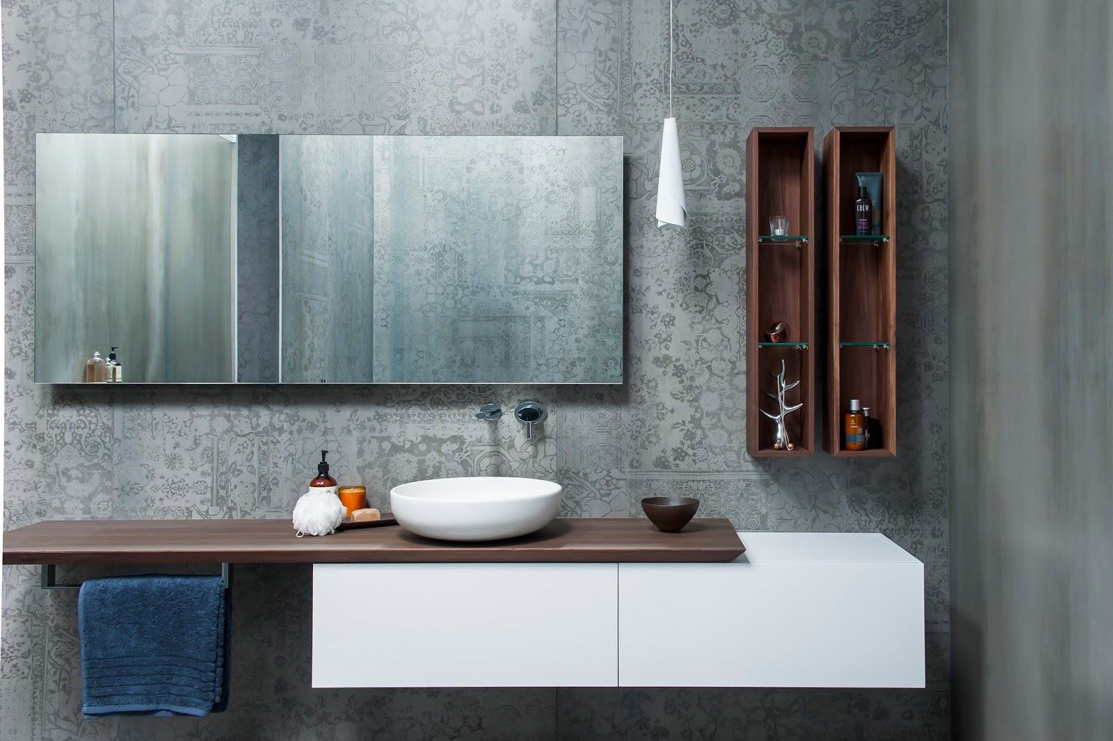 Minosa: Main Bathroom meets Powder Room with stunning result