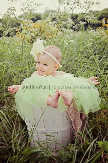 fotografia niemowlęca, artystyczne zdjęcia niemowląt, fotografia dziecięca, sesja zdjęciowa na prezent