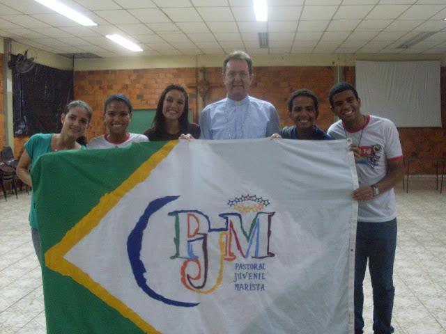 Integrantes da PJM com Dom Anuar Battisti, arcebispo de Maringá