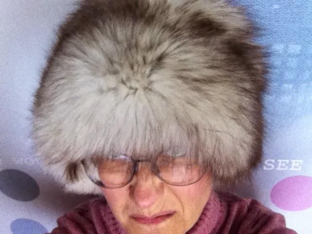 Oma kettupottani on ollut käytössä vielä viime talvena. Nyt se on  mielestäni tosi tyylikäs (tyttäreni on ei mieltä). Ilmeisesti se oli hatun  viimeinen talvi ... 9682a39817