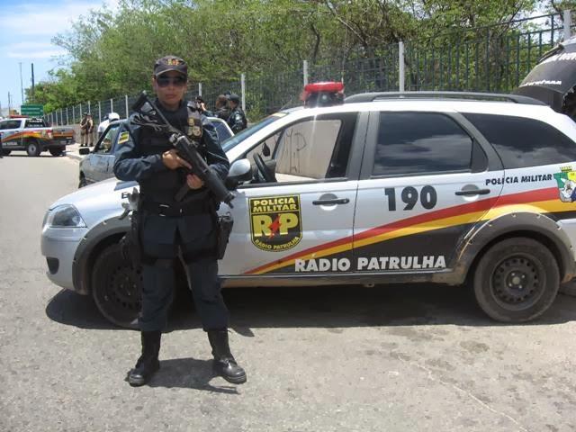 MILITARES DA RADIOPATRULHA DURANTE BLITZ