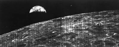 Aydan İlk Dünya Fotoğrafı
