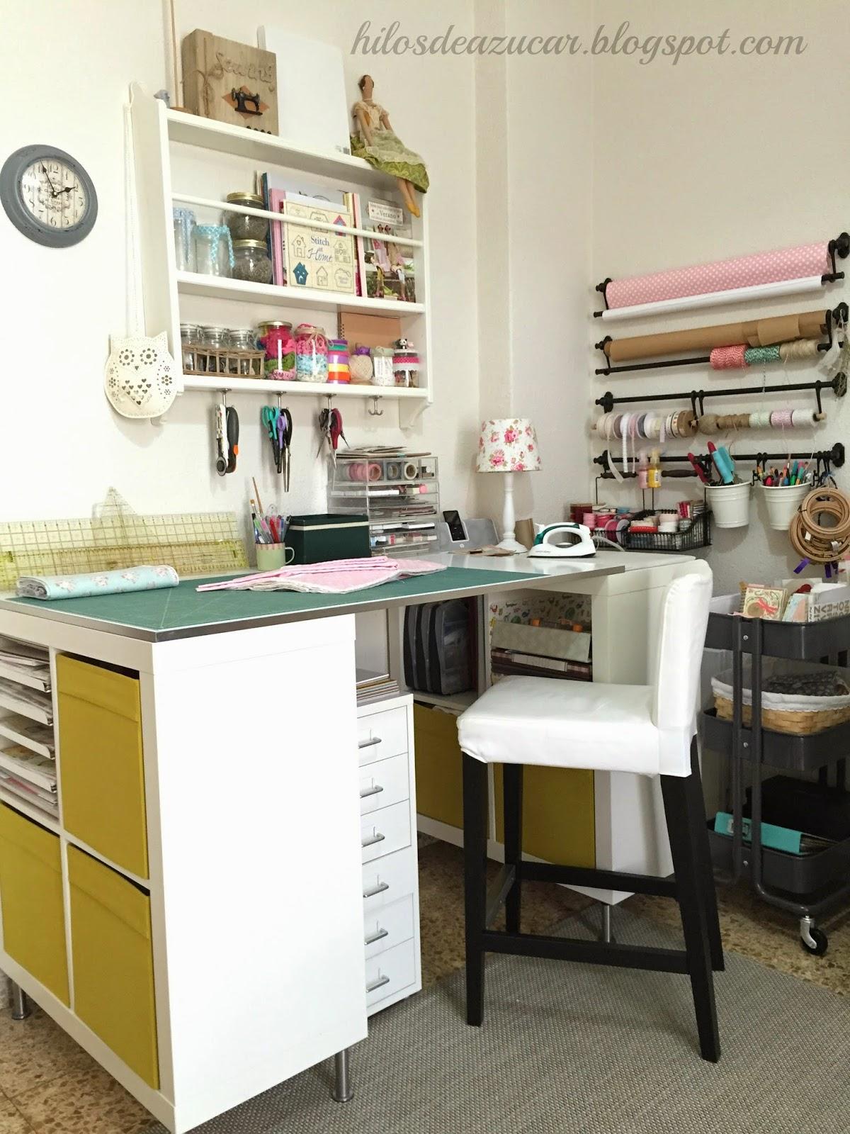 Hilos de az car mi habitaci n de costura craftroom o - Mesa para maquina de coser ikea ...