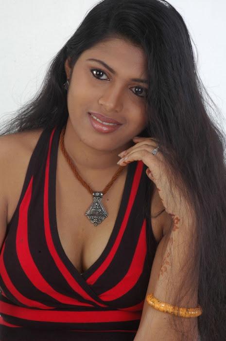 spicy movie aridharam sangeetha glamour  images