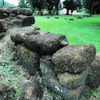 Muro formado com pedras da redução de San Carlos de Caápi, na Argentina.