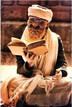 baca kitab apa nih