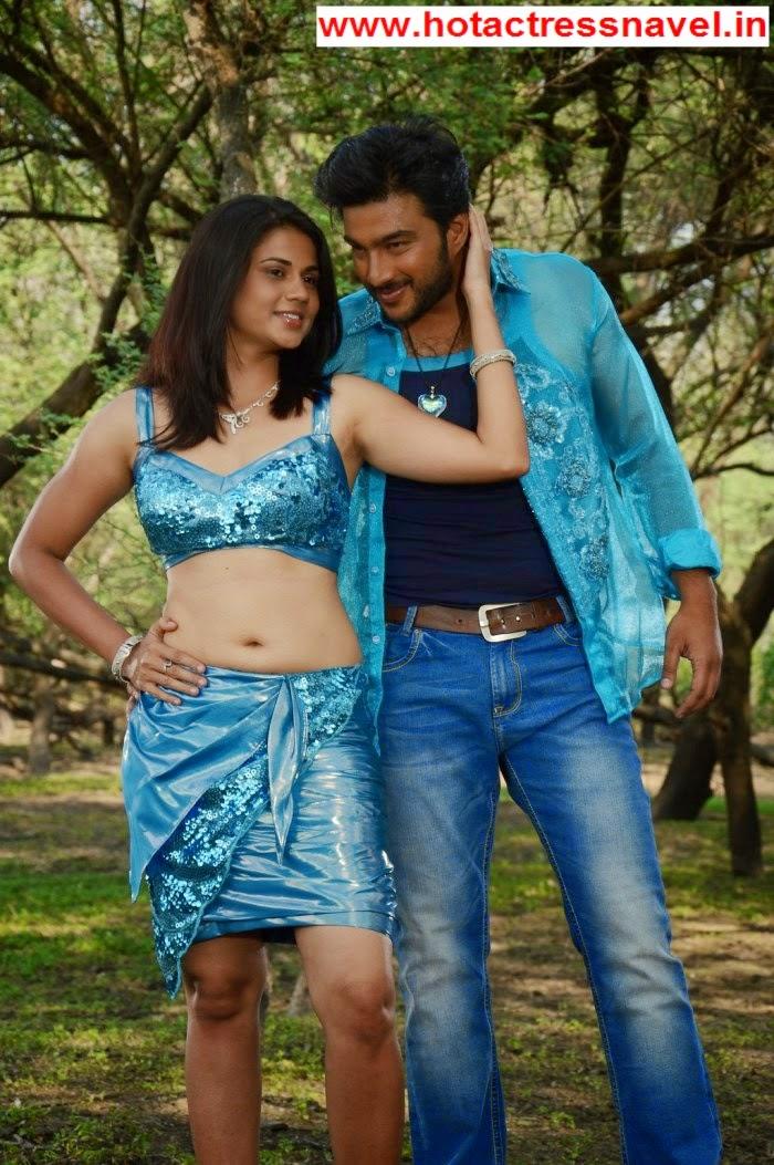 Udhasha Navel In Sandhithathum Sindhithathum Movie