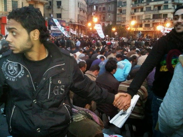 35 moments of violence that brought out incredible human compassion - christians protecting muslims as they pray during the revolution