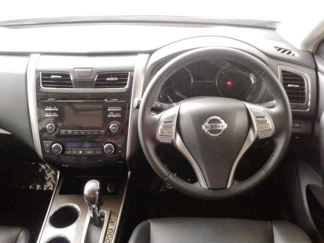 Interior Nissan Teana Putih