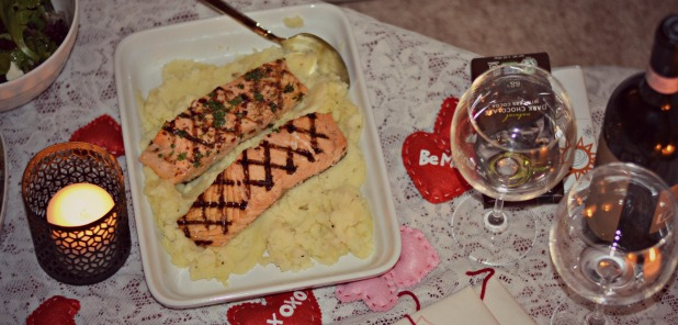 salmon and mashed cauliflower with wine