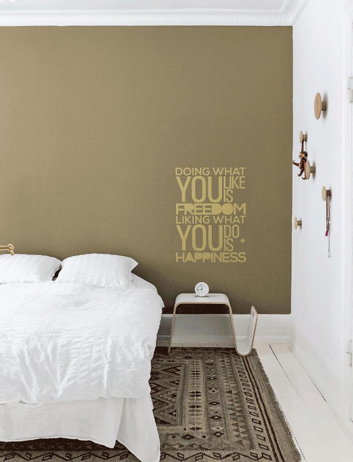 Dormitorio mensaje escrito en la pared