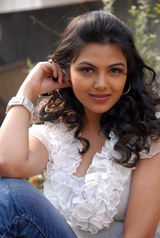 Actress Priyanka Tiwari New Hot Stills Photos unseen pics