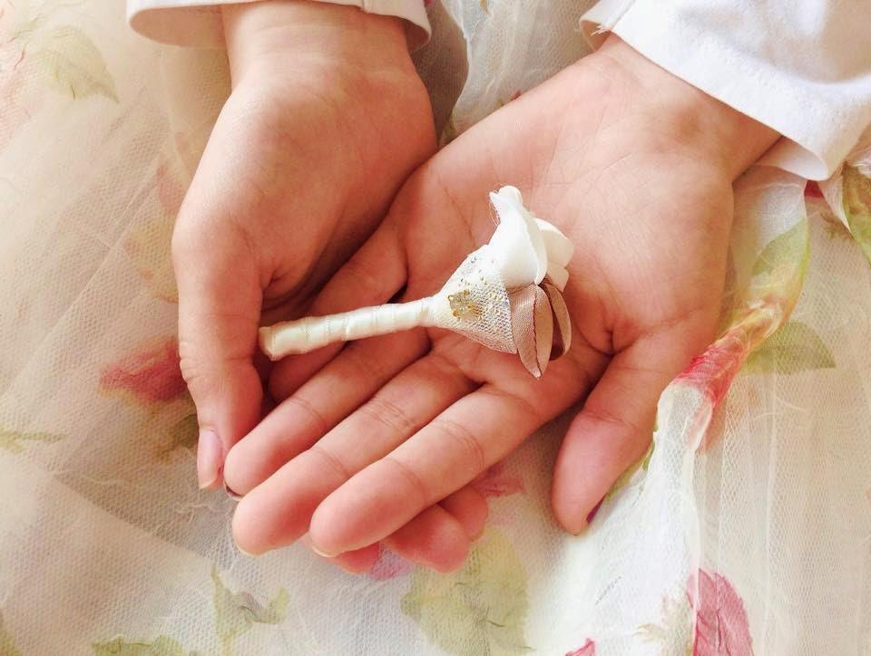 flores de lapela rosas