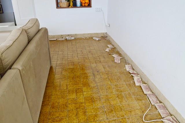 Diy el cambio del suelo de mi casa con las laminas de - Precio suelo vinilico autoadhesivo ...