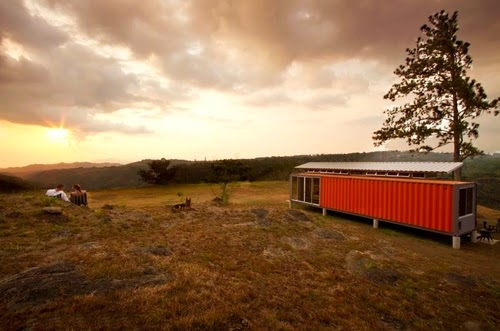 20-Sunset-Recycled-Container-House-Architect-Benjamin-Garcia-San-Jose-Costa-Rica-Solar-Panels-Recycled-Metal-www-designstack-co