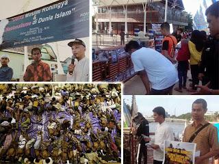 """BANJARMASIN – Aktivis Hizbut Tahrir Indonesia (HTI) di kota Banjarmasin, menggalang dana kepedulian untuk imigran muslim asal Rohingya Myanmar,  di siring Kapten Piere Tendean, minggu pagi (24/05).  Diskusi terbuka juga digelar di hari yang sama.  Hadir sebagai salah satu pembicara, adalah pengamat hukum asal Universitas Lambung Mangkurat, Deden Koswara, yang juga Pengurus HTI daerah Kalimantan Selatan.  Dalam kesempatannya, ia mengajak masyarakat untuk peduli nasib imigran muslim asal Rohingya Myanmar, yang saat ini hidup kesulitan di pengungsian. kepedulian tersebut bisa berupa bantuan uang, dengan mendonasikannya ke rekening HTI (BSM: 7002737005 / BNI Syariah: 0177325530), untuk disalurkan kepada para korban.  Selain itu, ia juga meminta masyarakat, guna mendukung diterapkannya Syariah dan Khilafah, yang akan menyelematkan kaum muslimin tertindas di banyak negara lainnya.  """"Permasalahan ini tidak akan pernah selesai, dan akan terus bermunculan, seperti yang juga terjadi di Pakistan dan Afganistan. Oleh karena itu, kaum muslimin memerlukan kekuatan besar, yakni Khilafah Islam, yang akan menyatukan negeri-negeri Islam dalam satu Intitusi pemerintahan, yang kemudian melindungi umat Islam di seluruh dunia"""".  Aksi penggalangan dana juga digelar sore harinya, yang diprakarsai aktivis Mahasiswa HTI daerah Kalimantan Selatan, di perempatan Jalan Letjen S. Parman Banjarmasin.  [*]"""