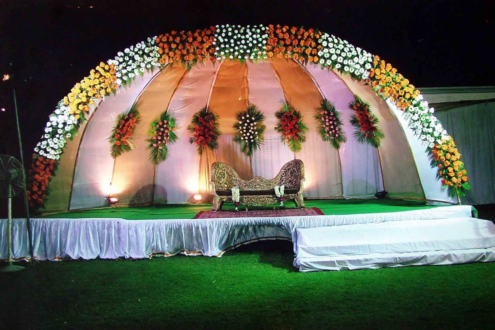 Flower decorations wedding stage for Decoration flowers