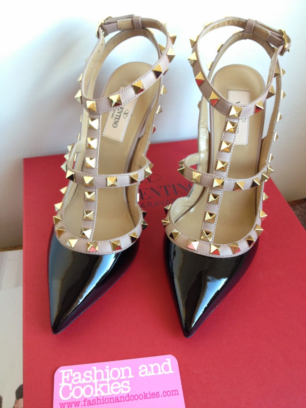 Valentino Rockstud pumps review, Valentino rockstud fit and size, Valentino Rockstud review, Valentino Rockstud patent leather, Fashion and Cookies fashion blog, fashion blogger