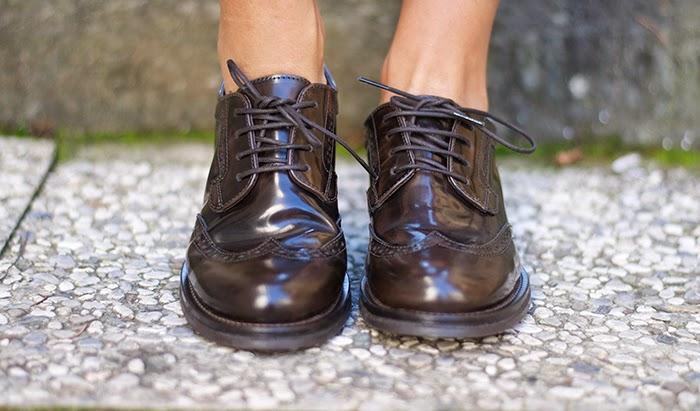 scarpe allacciate maschili