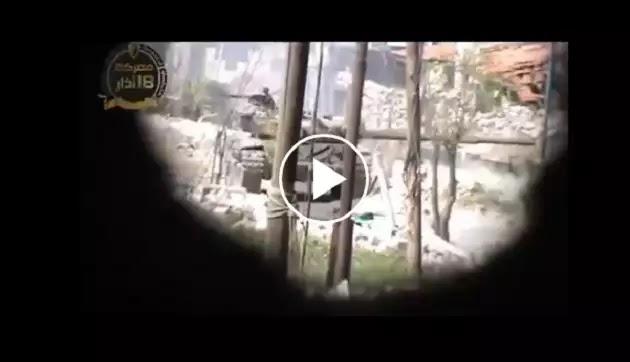 ΑΛΛΑΧ ΟΥΑΚΜΠΑΡ ΟΥΡΛΙΑΖΑΝ βλέποντας το Συριακό τανκ. Μα όταν η κάννη του γύρισε προς αυτούς ..πάγωσαν! ΒΙΝΤΕΟ