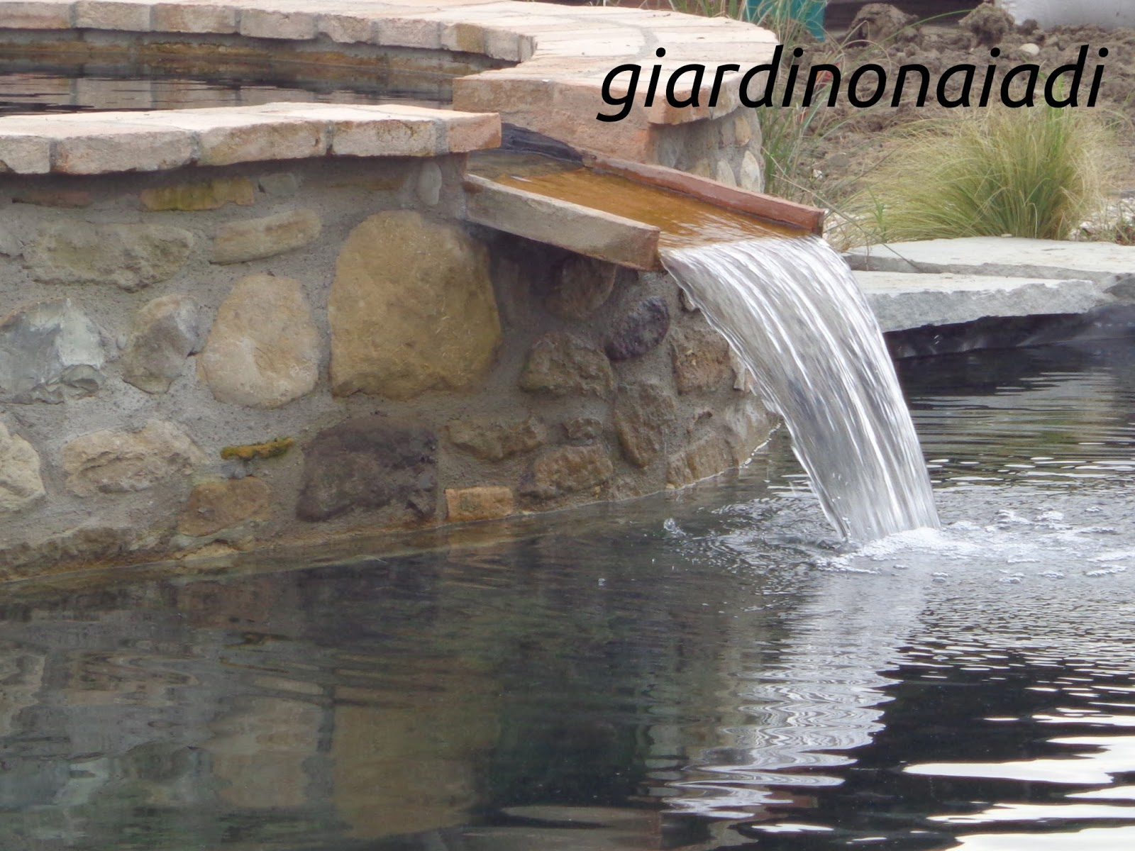 Il giardino delle naiadi cascate e ruscelli for Fontana per laghetto