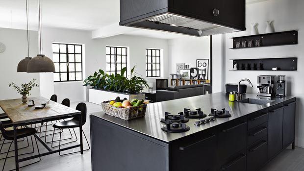 Kuchnia i jadalnie, kitchen, blach white, czerń, biel, jak urządzić, cegła, styl nowoczesny,