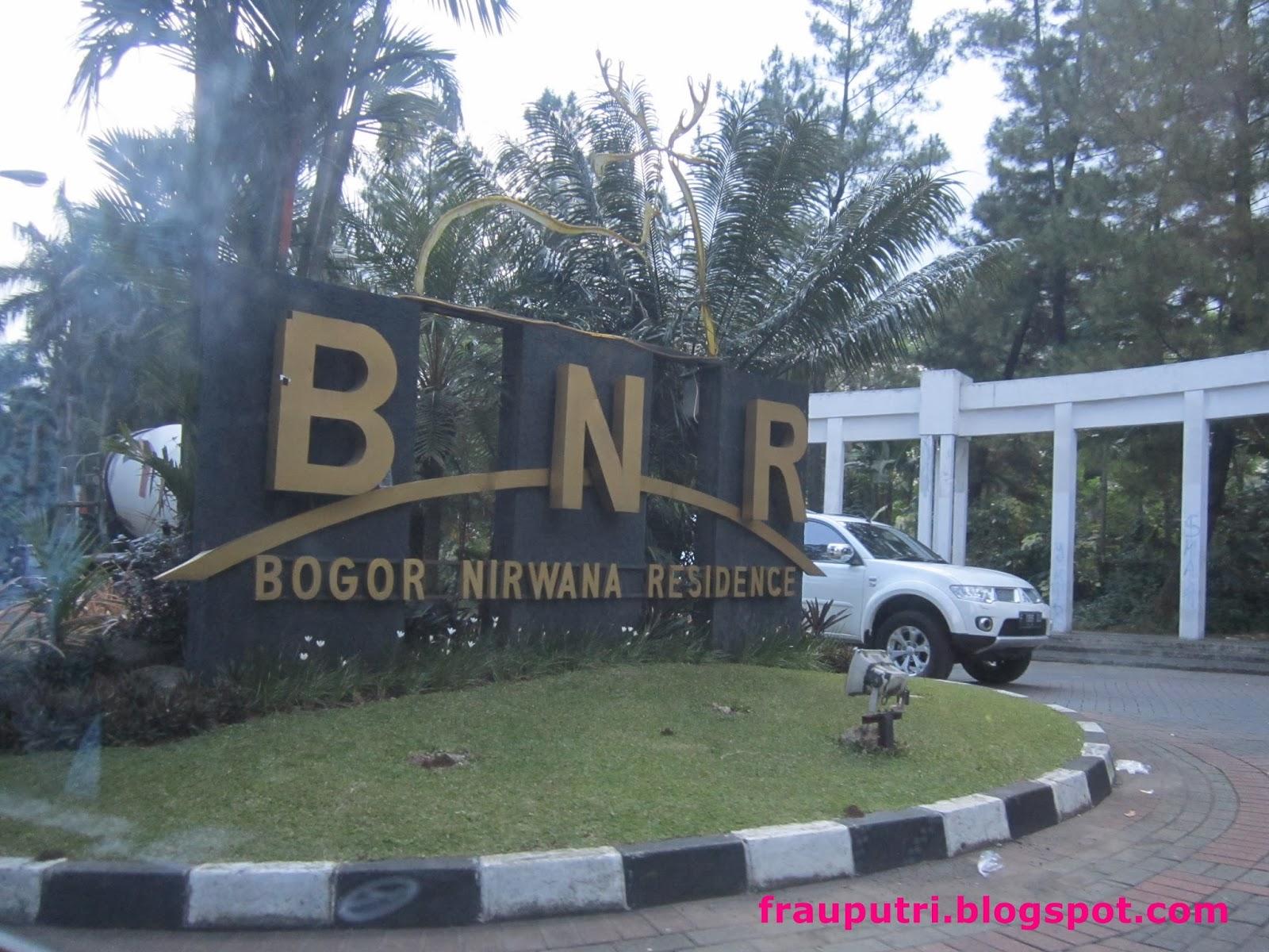 Hotel Aston Bogor Ini Terletak Di Kawasan Perumahan Nirwana Residence Persis Samping The Jungle Jadi Ketika Kami Check In Lobi Penuh