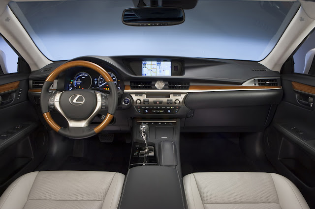 Interior view of 2013 Lexus ES 300h