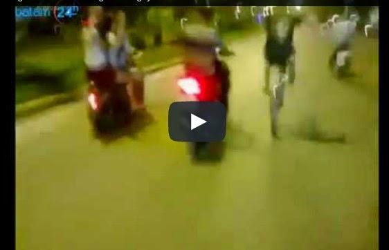 Clip 3 em Hotgirl đua xe đánh võng toé lửa gây shock