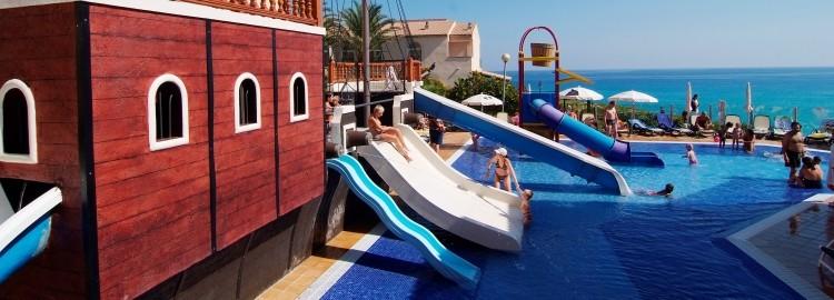 Hoteles para ni os capdepera mallorca hotel apt viva cala mesquida resort - Hotel piscina toboganes para ninos ...