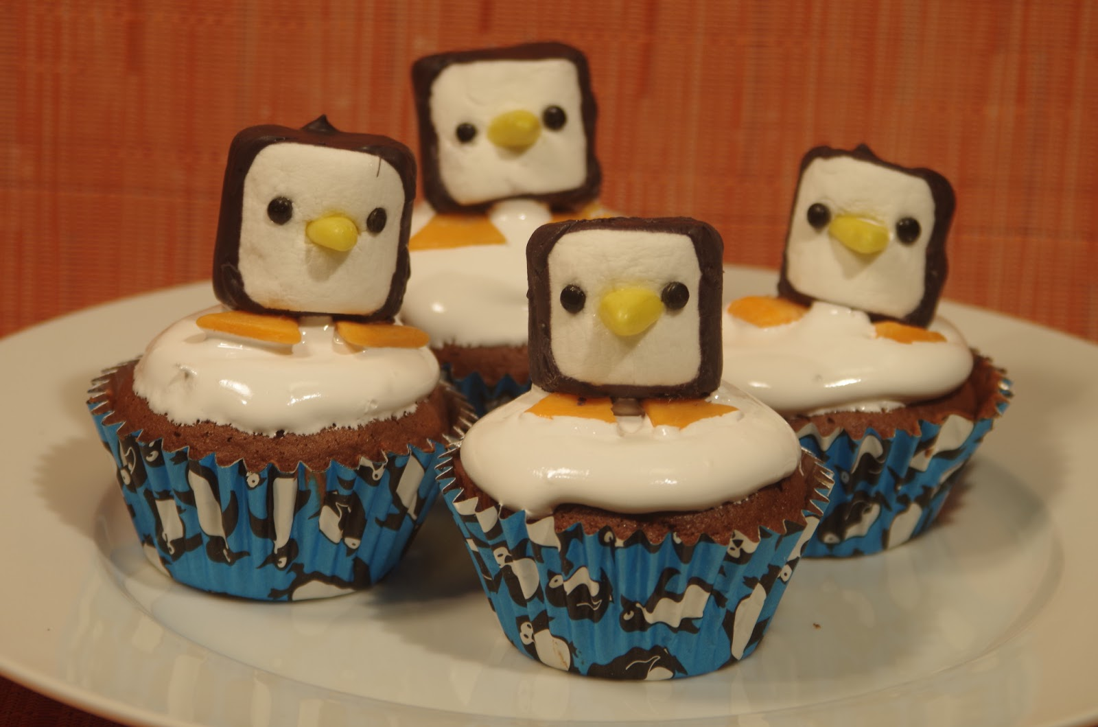 Cupcake Decorating Ideas With Marshmallows : Sparked Ideas: Marshmallow Penguin Decorations