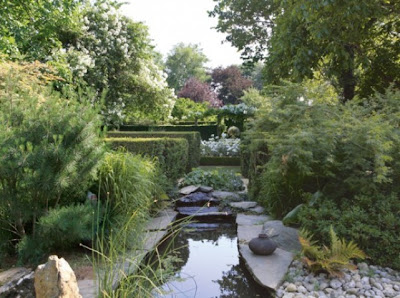 Image by Georges Lévêque  for Mon Jardin and Ma Maison as seen on linenandlavender.net, here: http://www.linenandlavender.net/2012/04/jardins-du-botrain.html