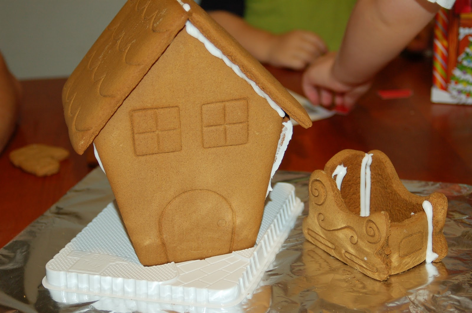 Decorating a Gingerbread House - A Holiday Tradition + USD25 ...