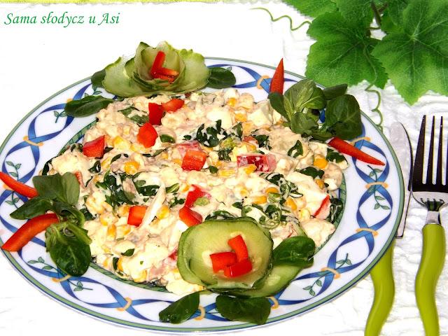 Sałatka pyszotka z rukolą , tuńczykiem , jajkiem , mozzarellą