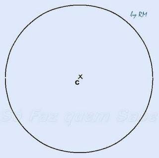 Desenhando uma circunferência para inscrever um hexágono regular.