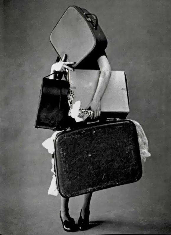 """<Img src = """"tim walker mudanza.jpg"""".alt = """"mudarte, maletas"""">"""