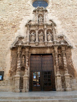 Detall de la façana barroca de l'església de Moià