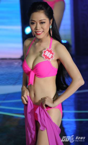 Ảnh gái xinh Hoa hậu miền bắc 2014 với bikini 2