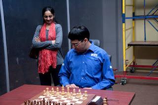 Echecs à Moscou : Le champion du monde en titre Vishy Anand et sa femme Aruna  - Photo © Chessbase