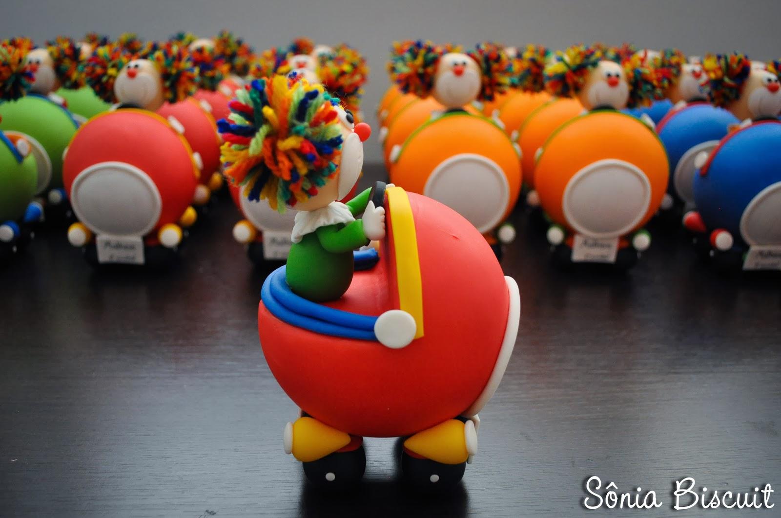 Palhacinhos no Carrinho Biscuit Lembrancinha Aniversário Palhaço