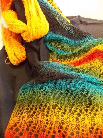 TE KOOP: regenboog shawls.