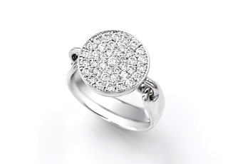 銀座1丁目オーダージュエリーサロンのオリジナルリングを婚約指輪(エンゲージリング)にしました。
