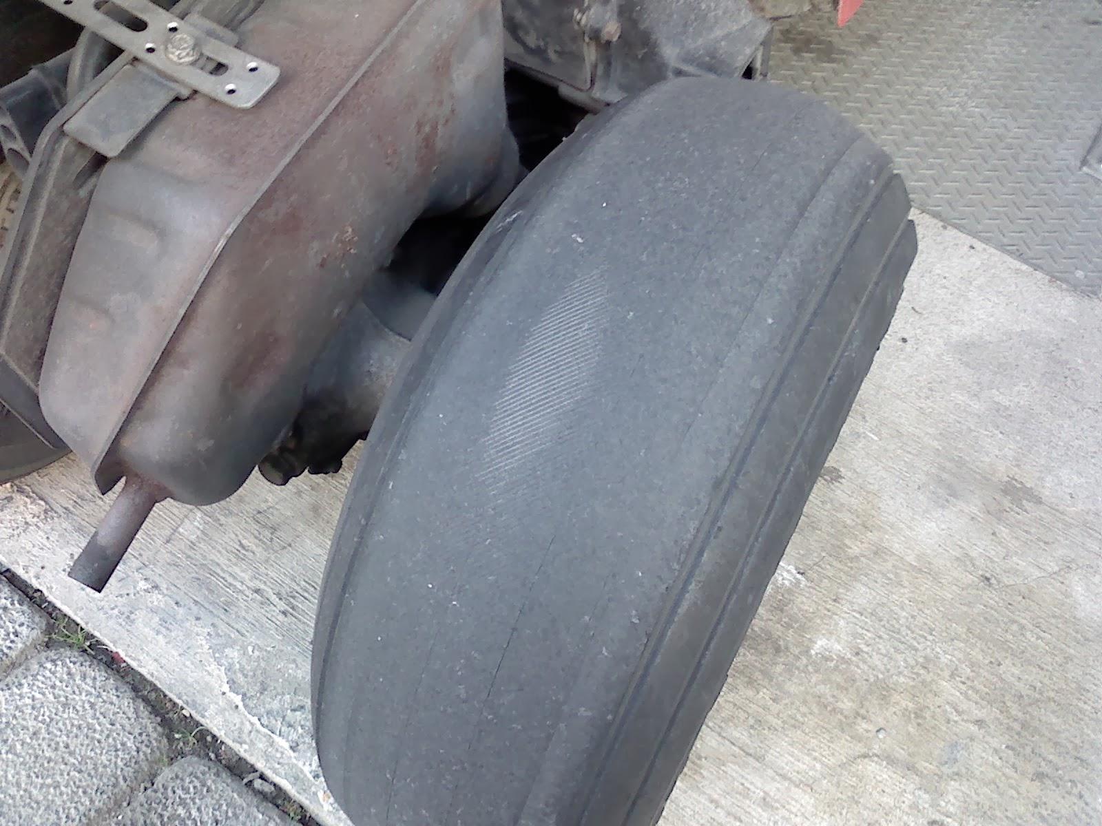 ジャイロXの交換前タイヤ