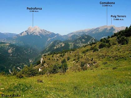 Panoràmica del Pedrafprca i la Serra del Cadí amb el Comabona i el Puig Terrers des de la casa de Rocadecans. Autor: Ricard Badia