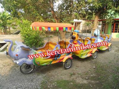 http://samasamacari.blogspot.com/2012/09/keceriaan-si-kecil-bersama-kereta-mini.html