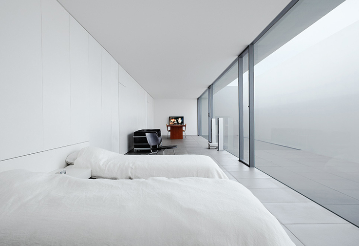 minimal bedroom by Shinichi Ogawa architects
