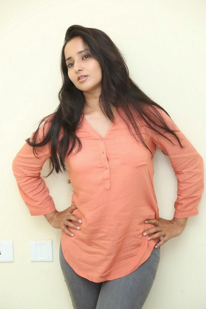 Ishika Singh Glamorous Photo shoot-HQ-Photo-4